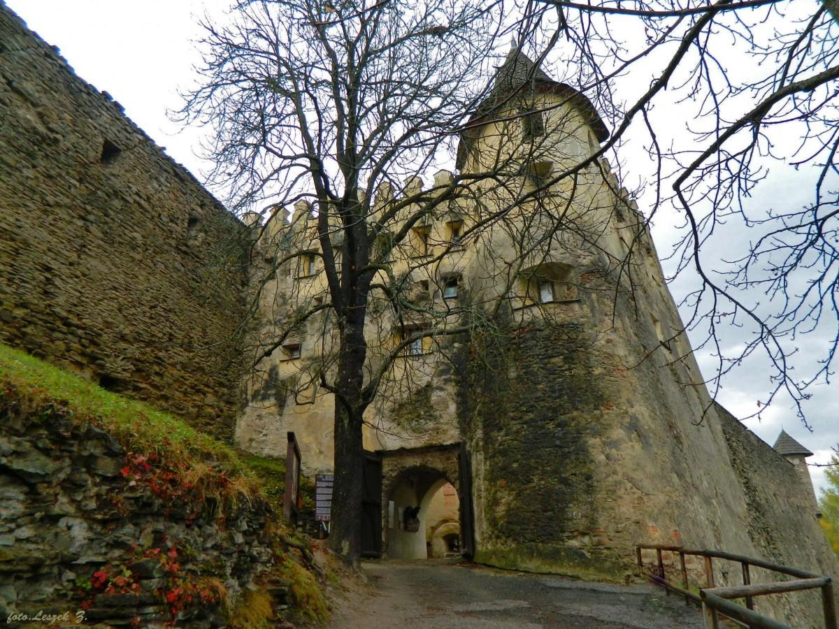 Zdjęcia: region Spisz., Kraj preszowski,, Stara Lubownia - zamek - wejście., SłOWACJA