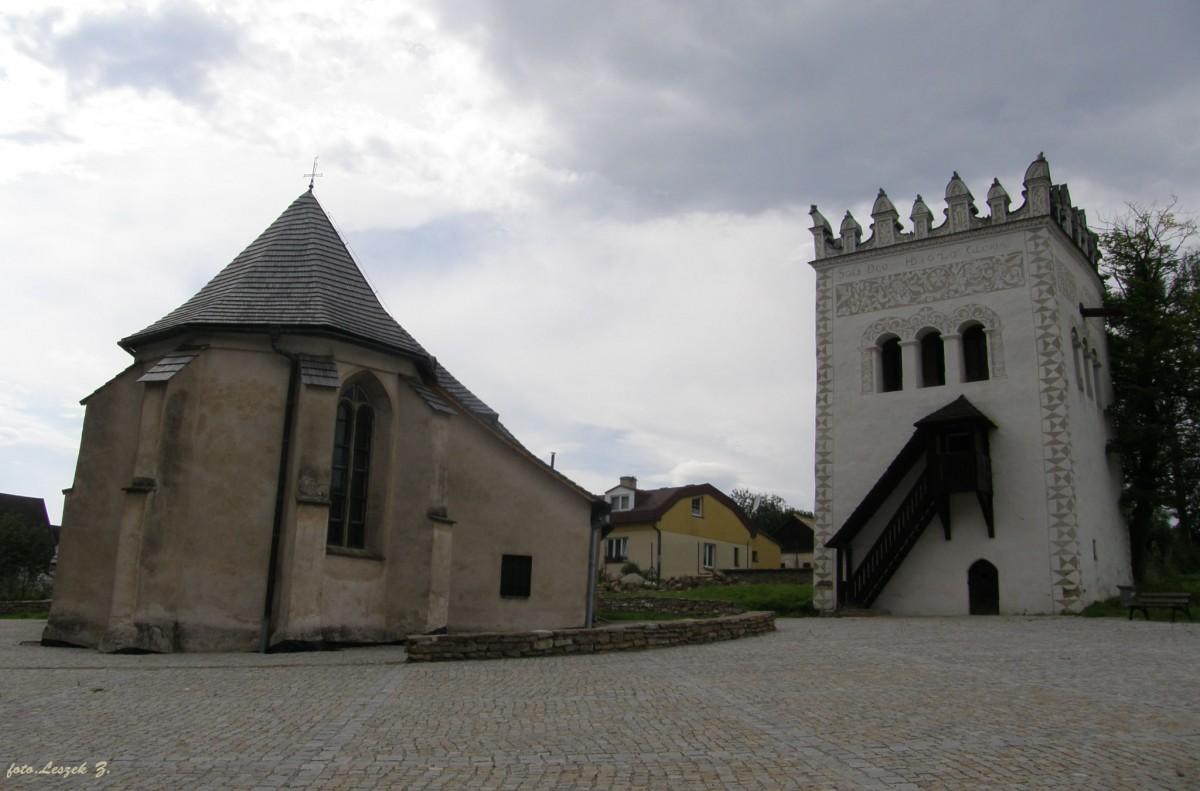 Zdjęcia: Strażki., Dzielnica Spiskiej Białej., Strażki - kościół św. Anny i Dzwonnica., SłOWACJA