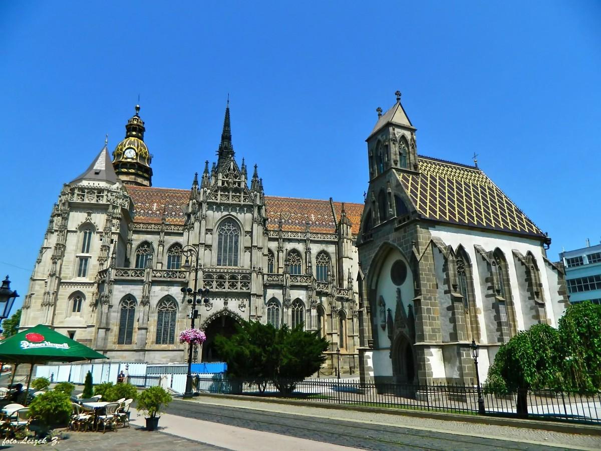 Zdjęcia: Koszyce , kotlina Koszycka., Koszyce - Katedra św. Elżbiety i Kaplica św. Michała., SłOWACJA