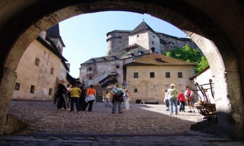 Zdjęcie SłOWACJA / Orawa / Orawski Podzamok / Brama na Zamek orawski (Oravsky hrad)