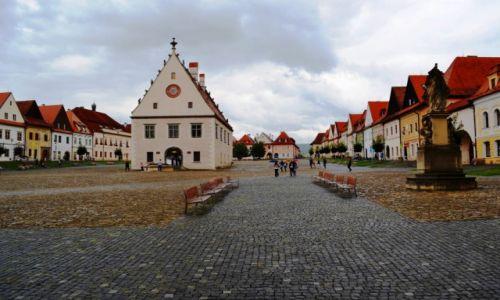 SłOWACJA / KRAJ PRESZOWSKI / Bardejów / Na rynku starego miasta