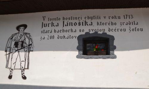 Zdjęcie SłOWACJA / Żyliński kraj / Valaska Dubova / Valaska Dubova - ozdoba elewacji karczmy