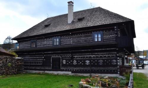 Zdjęcie SłOWACJA / Dol. Rajecka / Cziczmany / najlepiej zachowany - dom Radena