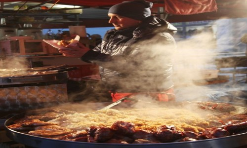 Zdjęcie SłOWACJA / Liptov / Jarmark świąteczny w Liptowskim Mikulaszu / Gorące dania