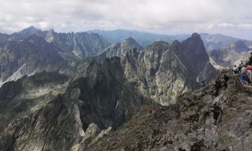 SłOWACJA / Wysokie Tatry. / Szczyt Rysów Słowackich. / Mięguszowieckie Szczyty z Rysów 2503 m.