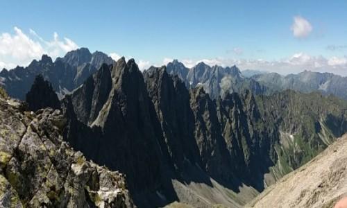 SłOWACJA / Dolina Jaworowa / Lodowa Przełęcz 2372 m. / Panorama ze szlaku na Lodowa Przełęcz.