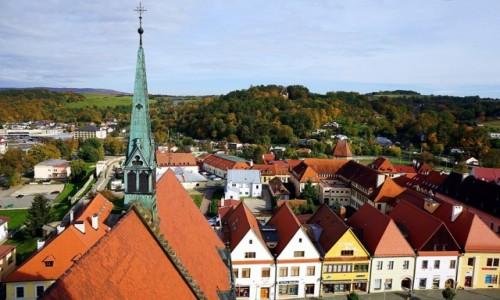 Zdjęcie SłOWACJA / Szarysz / Bardejów / Hen, ponad dachami