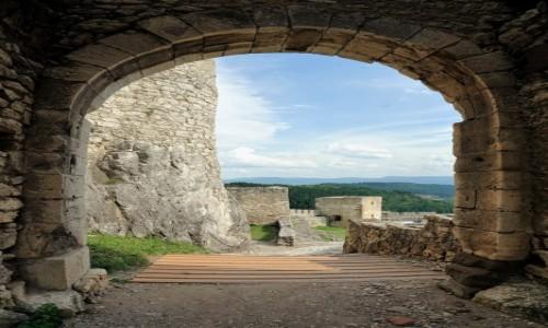 SłOWACJA / Spisz / Zamek Spiski / Z bramy