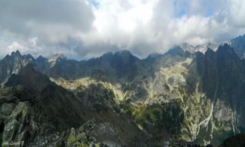 SłOWACJA / Wysokie Tatry. / Sławkowski Szczyt 2452 m. / Widok ze szczytu Sławkowskiego.