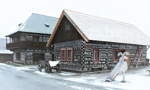 Zdjecie SłOWACJA / Żylina / Skansen architektury ludowej / W zimowej scenerii