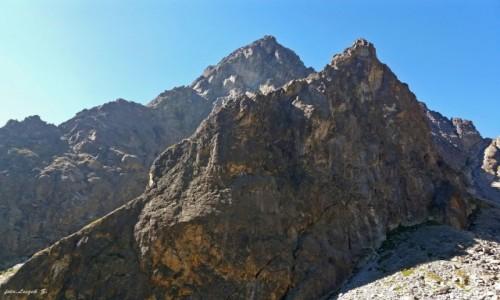 SłOWACJA / Wysokie Tatry. / Szlak do Doliny Pięciu Stawów Spiskich. / Żółta Ściana i Pośrednia Grań z podejścia do Spiskiej
