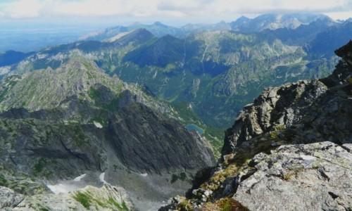 SłOWACJA / Wysokie Tatry. / Rysy 2503 m. / Widok ze Słowackich Rysów w stronę Tatr Bielskich.