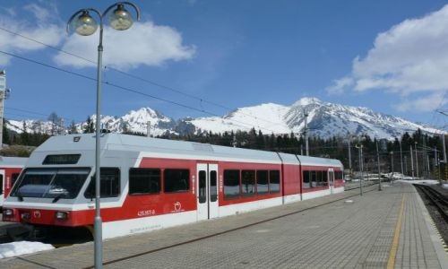 SłOWACJA / Tatry / Szczyrbskie Jezioro / stacja kolejowa w górach