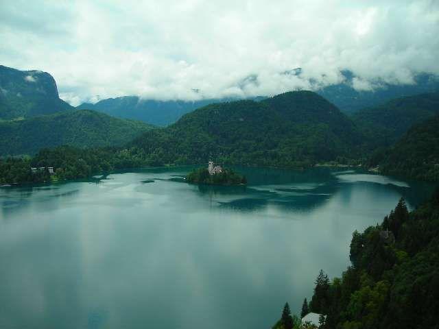Zdjęcia: Bled, Alpy Julijskie, Widok z zamku na jezioro Bled, SłOWENIA