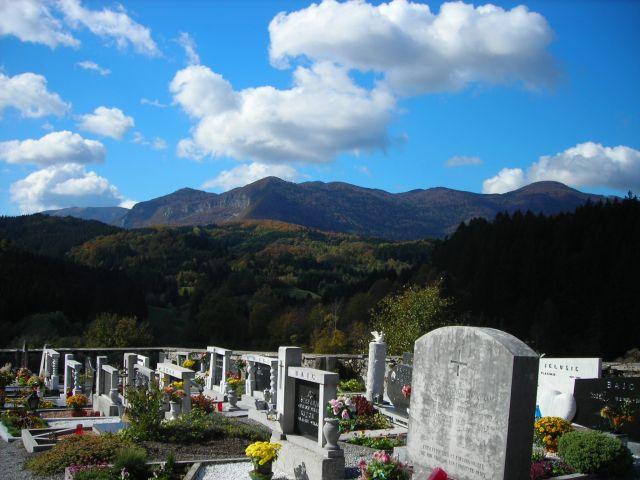 Zdjęcia: cmentarz w okolicach zamku predjamskiego, w sam raz na wieczność, SłOWENIA