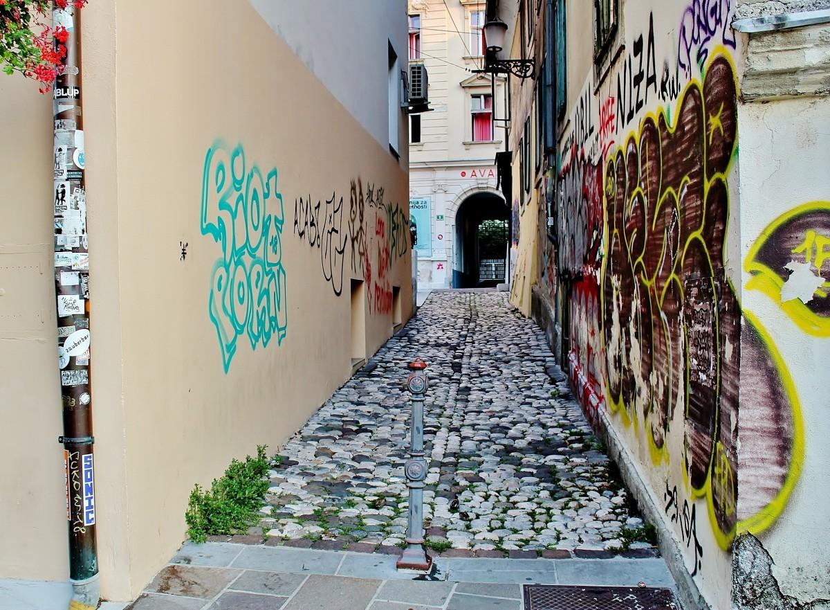 Zdjęcia: Lublana, Primorje, Uliczka w Lublanie, SłOWENIA
