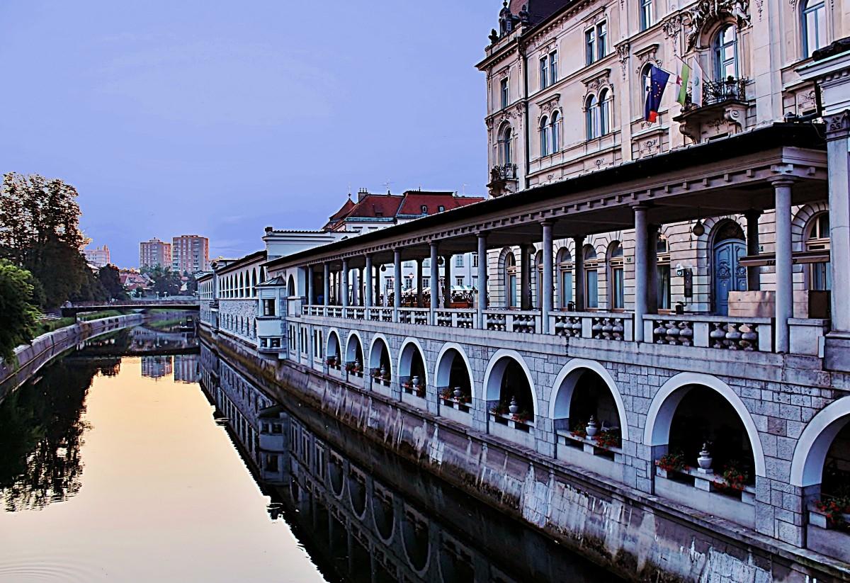Zdjęcia: Lublana, Primorje, Hale Targowe nad Lublanicą, SłOWENIA