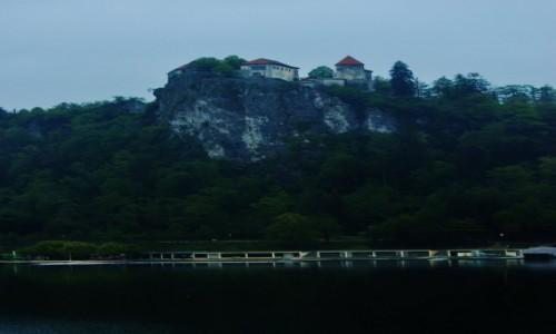 Zdjecie SłOWENIA / Górna Kraina / Bled / Bled, zamek na skale, mglisty poranek