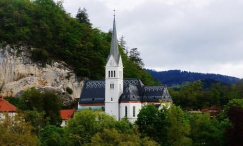 Zdjęcie SłOWENIA / Górna Kraina / Bled / Bled, kościół w mieście