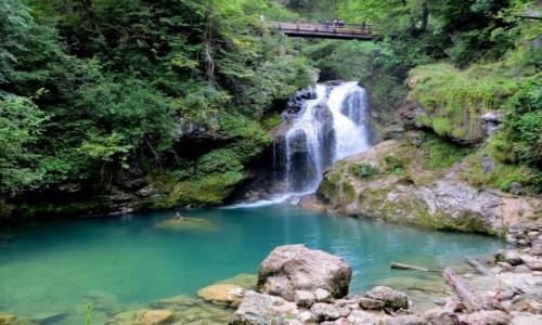 Zdjecie SłOWENIA / Alpy Julijskie / okolice Bled, wąwóz Vintgar - wodospad Sum / na końcu wąwozu...