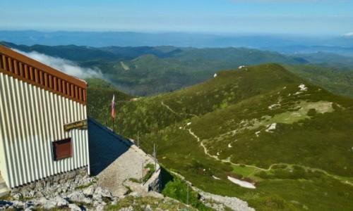 Zdjecie SłOWENIA / Góry Dynarskie / Sneżnik / schronisko pod szczytem
