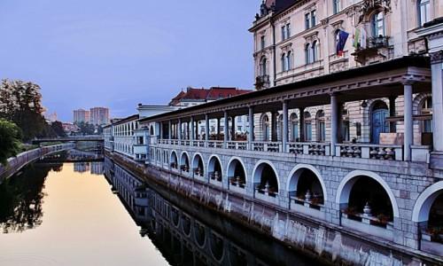 SłOWENIA / Primorje / Lublana / Hale Targowe nad Lublanicą
