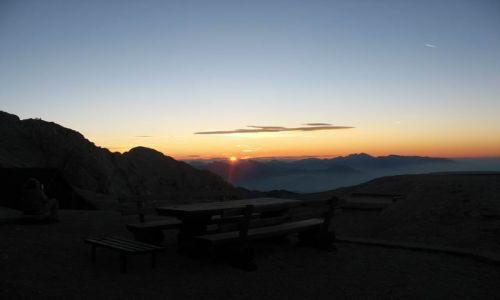 Zdjecie SłOWENIA / Triglavski Narodni Park / Triglavski Dom - rozjaśnia się :) / Alpy Julijskie