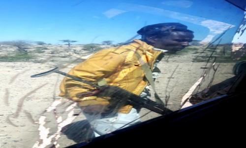 Zdjecie SOMALILAND / Daarbuduq / droga / Kontrola drogowa :)