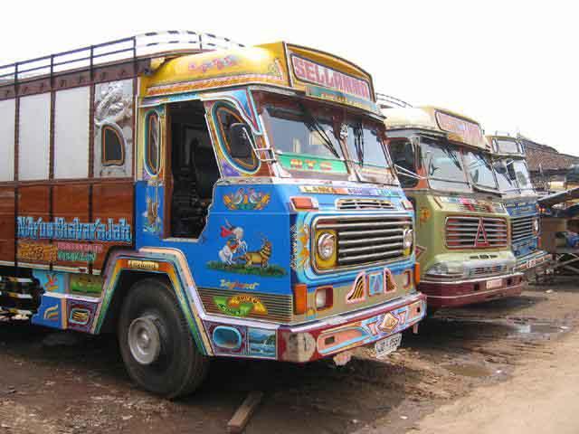 Zdjęcia: Kolombo, Kolombo, Kolorowe_ciężarówki, SRI LANKA