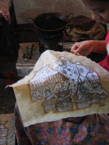 Zdjęcia: Okolice Kandy, Okolice Kandy, Wytwarzanie_batiku, SRI LANKA
