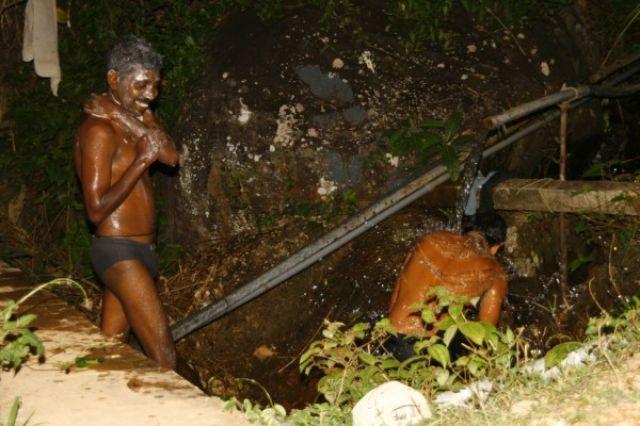 Zdjęcia: Deniyaya, Matara, Wieczorna toaleta, SRI LANKA