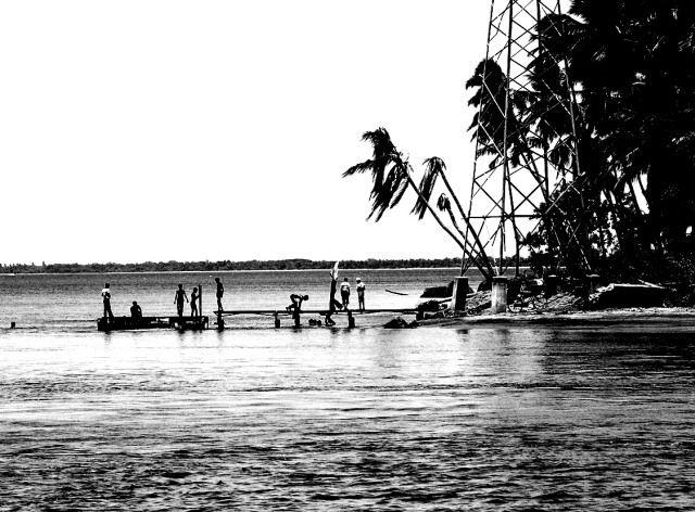Zdjęcia: niedaleko Trincomalee, Wschodnie wybrzeże, pomost, SRI LANKA