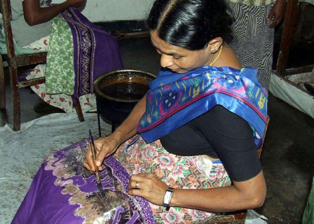 Zdjęcia: malująca woskiem, SRI LANKA