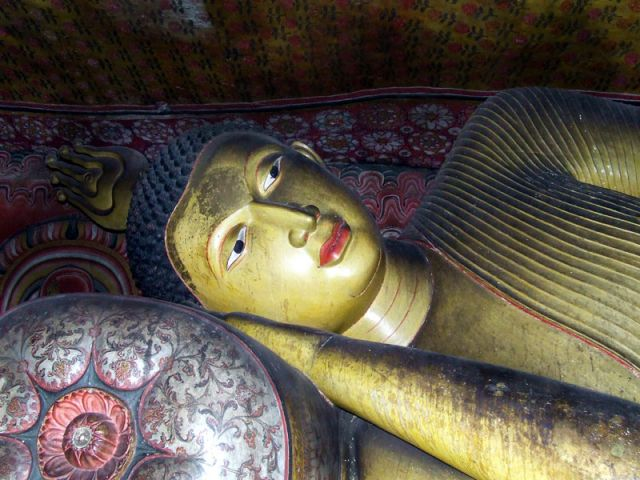 Zdjęcia: odpoczywający Budda, SRI LANKA