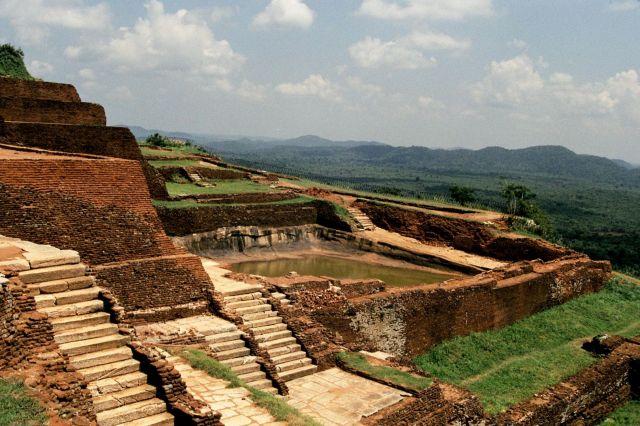 Zdjęcia:  na skale, Sigiria, ruiny twierdzy, SRI LANKA