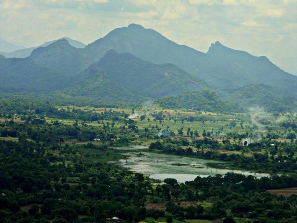 Zdjęcia: centralna część, centralna część wyspy, Widziane z..  Sigirija/ Lwia Skała, SRI LANKA
