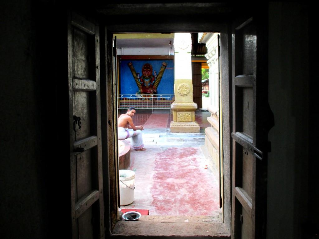 Zdjęcia: Munnemsveram Kovil, Chilaw, Kapłan, SRI LANKA