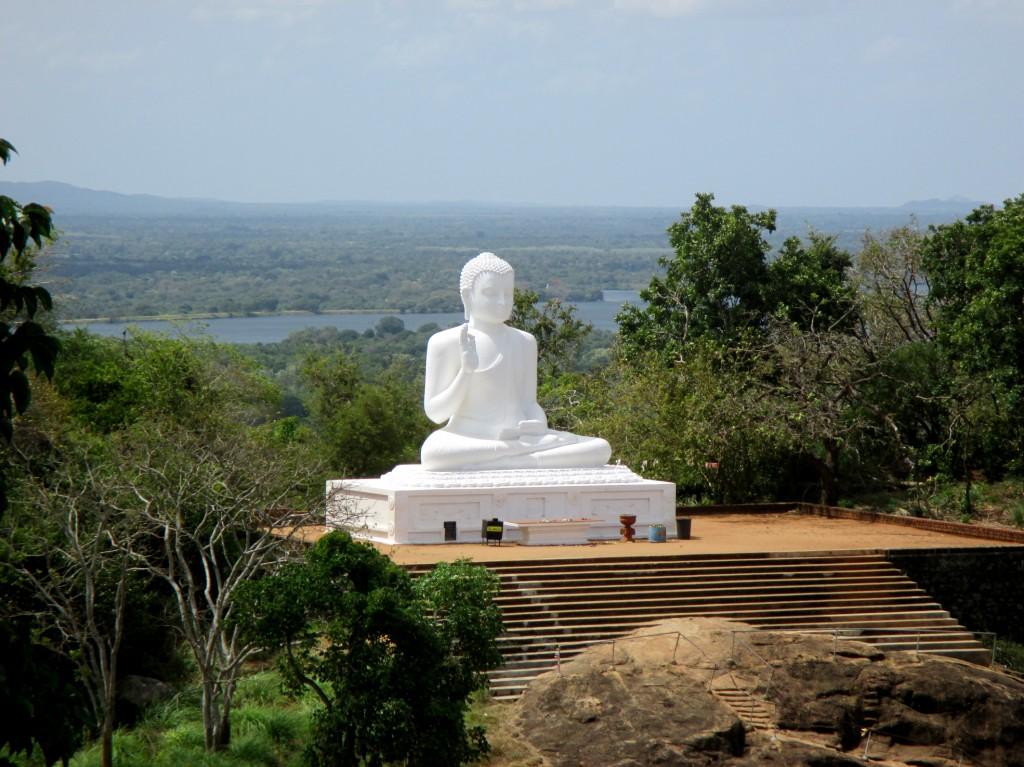 Zdjęcia: Mihintale, Sri Lanka centralna, W bieli, SRI LANKA
