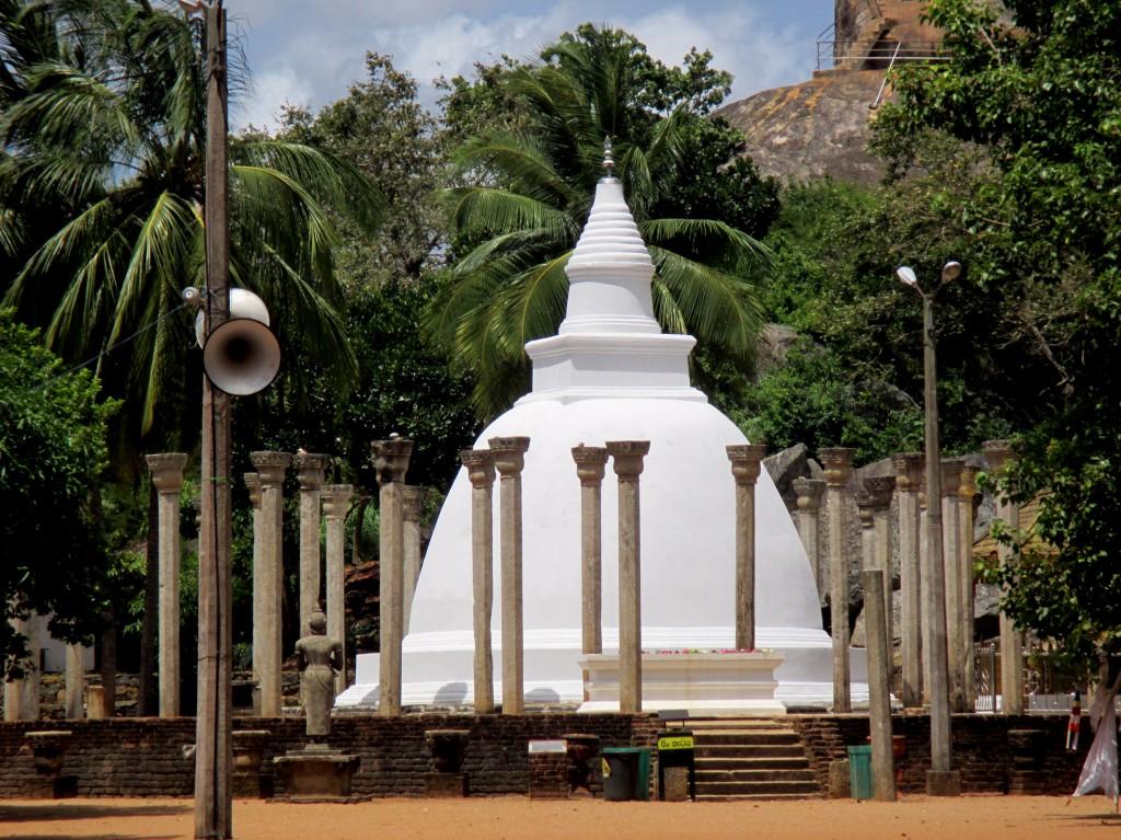 Zdjęcia: Mihintale, Sri Lanka centralna, Trzecia siostra, SRI LANKA