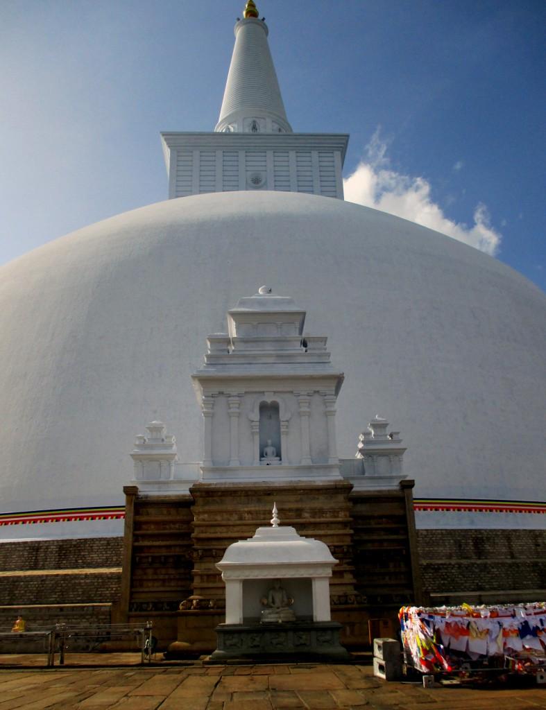 Zdjęcia: Zespół zabytków architektury buddyjskiej, Anuradhapura, Ruwaneli, SRI LANKA