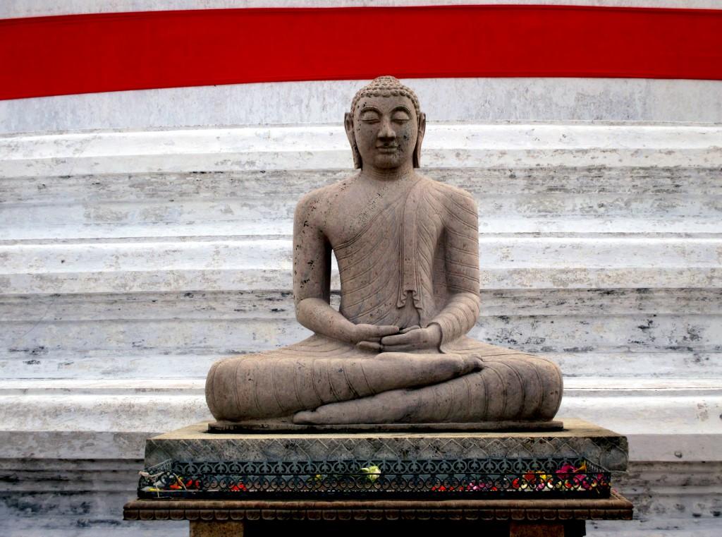 Zdjęcia: Zespół zabytków architektury buddyjskiej, Anuradhapura, Dhyana mudrā, SRI LANKA