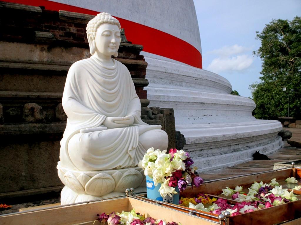 Zdjęcia: Zespół zabytków architektury buddyjskiej, Anuradhapura, Spokój, SRI LANKA