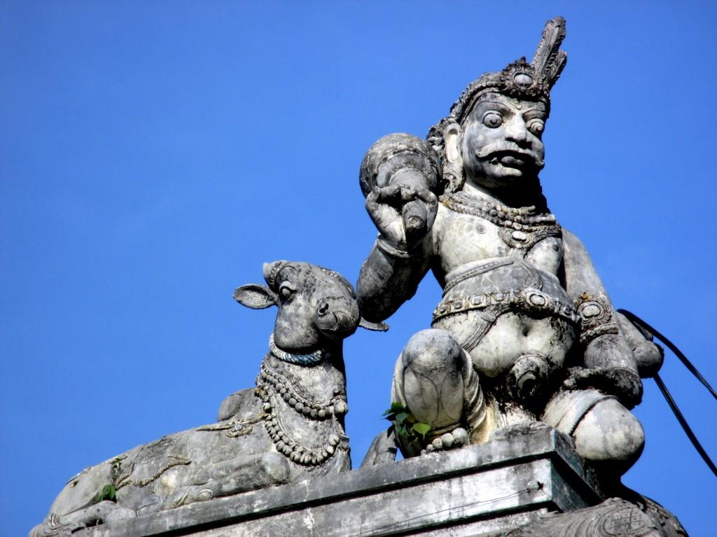 Zdjęcia: Hinduska świątynia w centrum miasta, Kandy, Gargulec po lankijsku, SRI LANKA