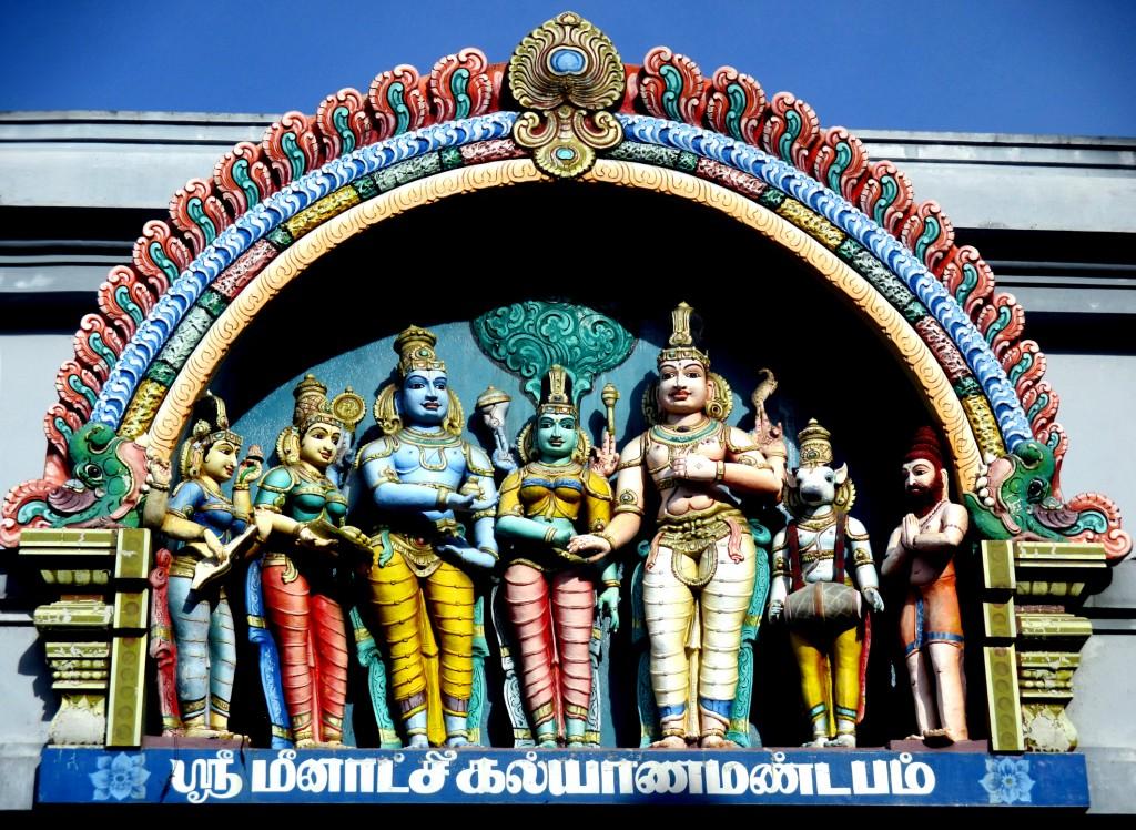 """Zdjęcia: Hinduska świątynia w centrum miasta, Kandy, """"Święta rodzina"""", SRI LANKA"""