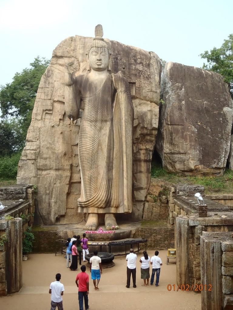 Zdjęcia: Aukana, xxx, Budda stojący, SRI LANKA