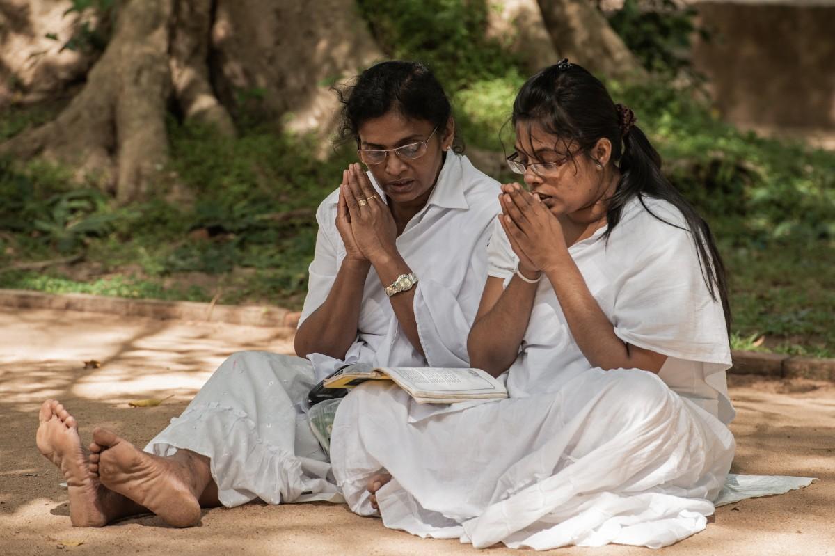 Zdjęcia: Anuradhapura, Północny zachód, Rozmodlone w intencji ... ;-), SRI LANKA