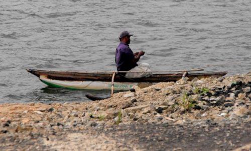Zdjęcie SRI LANKA / Alutgama / rzeka Bentota / rybak z rzeki Bentota