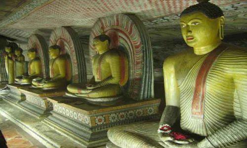 Zdjecie SRI LANKA / Dambulla / Dambulla / Postaci_Buddy_medytującego_w_Dambulli