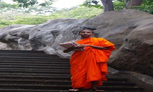 Zdjecie SRI LANKA / Dambulla / Golden temple / Uczeń
