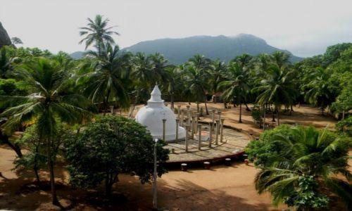 Zdjęcie SRI LANKA / - / Mihintale / świątynia buddyjska